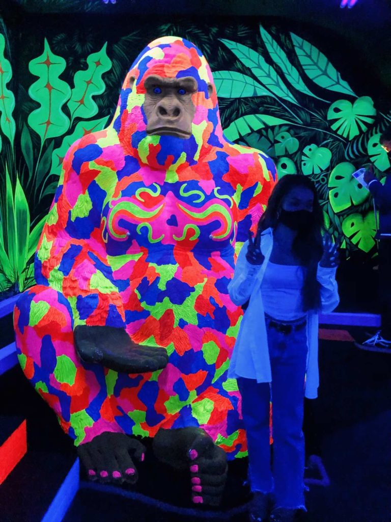 mini-golf-ultraviolet-neon